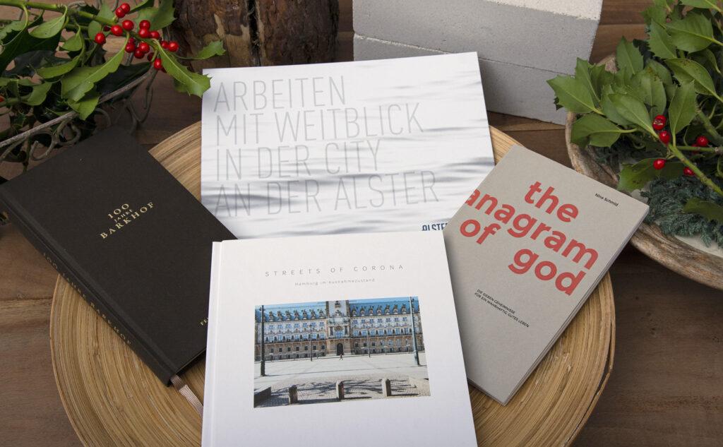Verschiedene Broschüren und Bücher mit unterschiedlichen Bindetechniken auf einem Blick.
