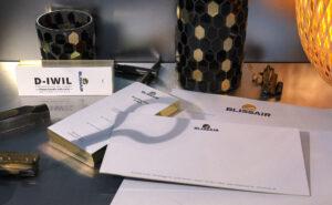 Printprodukte 2.0 mit einer Goldfolienprägung und einem Goldschnitt für Blissair