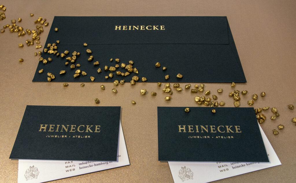 Geschäftsausstattung für einen Juwelier aus Hamburg. Ein Vorteil unserer regionalen Druckerei ist der auf dich abgestimmte Produktionsprozess.