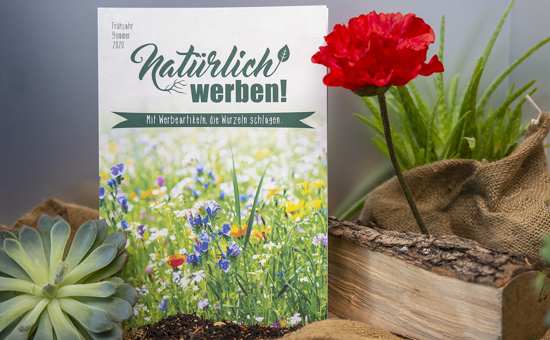 Klimaneutral produzieren mit den Katalogen von Florapresenta auf einem Recyclingpapier.