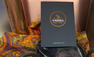 """Print hat Zukunft. Originelle Karten mit einer Heißfolienprägung in Bronze für """"The Pepper Hill""""."""