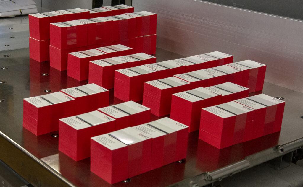 Ein auffallender Farbschnitt für SVG Medizinsysteme mit einem Rot passend zum Design.