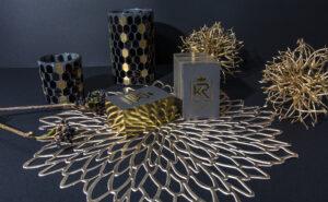Schnittveredelung und Heissfolienprägung Hotel Krone Visitenkarten mit Gold als traditionelle Handwerkskunst im Druck in Hamburg.