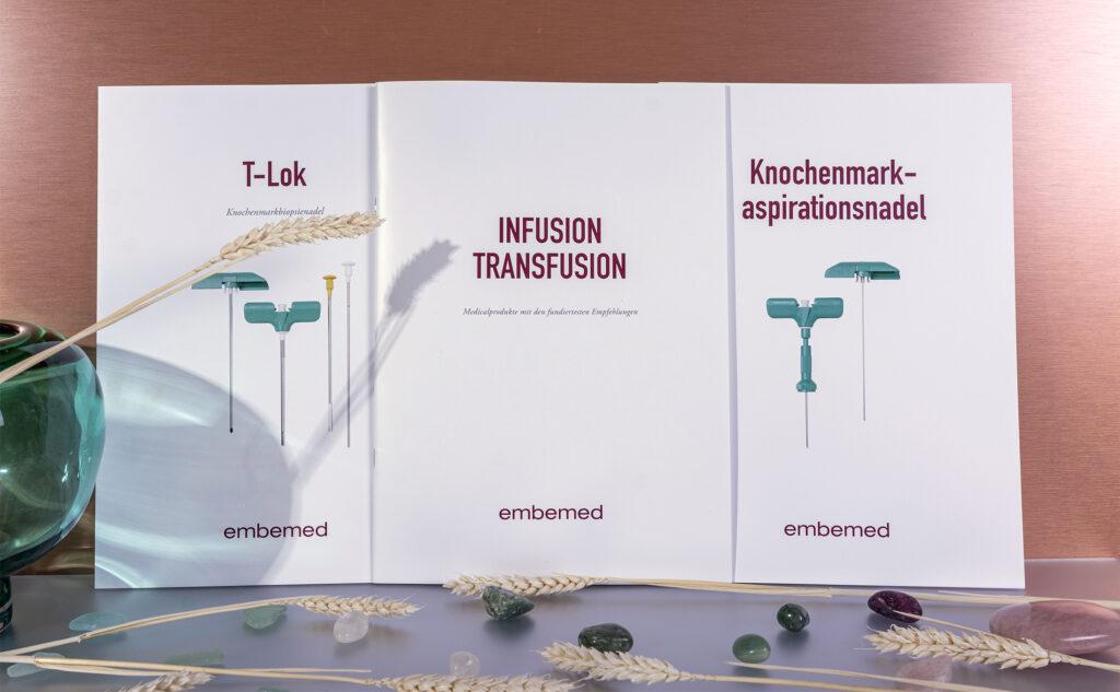 Nachhaltige Printprodukte mit Broschüren und Folder von Medicalprodukten.