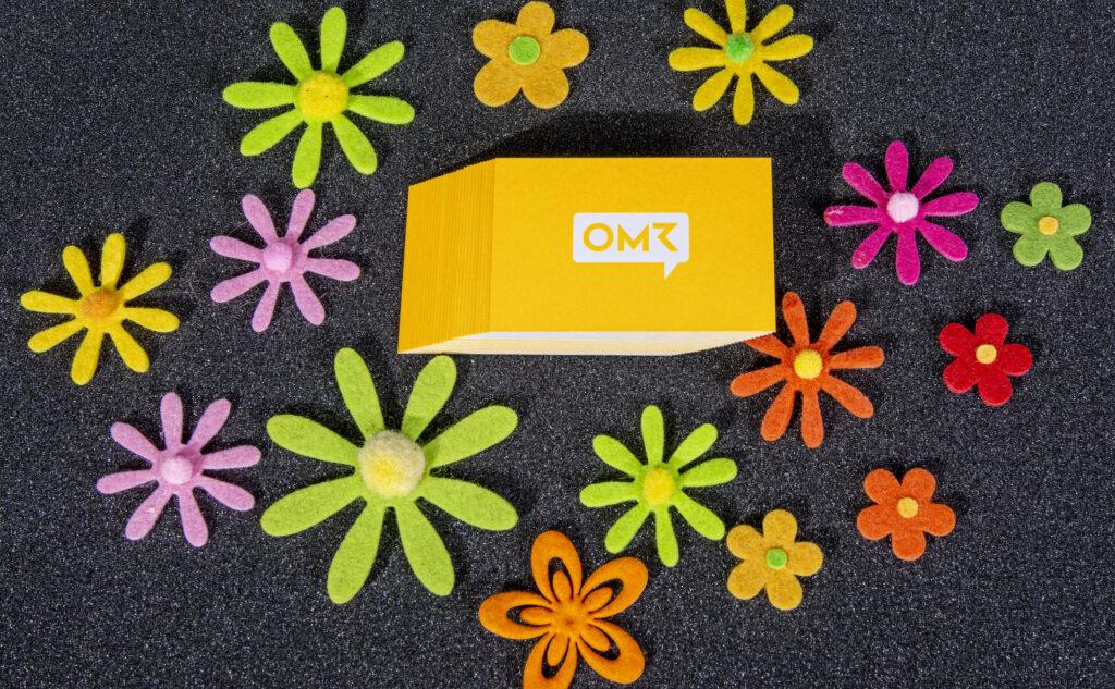 OMR Visitenkarten mit einer erhöhten Wirkung der Farbigkeit