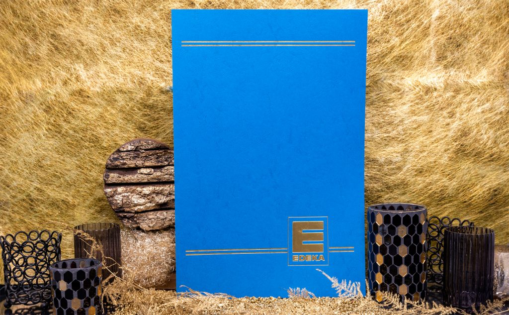 Die goldene Regel der Heißfolienprägung mit einer Jubiläumsmappe für Edeka.