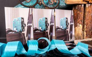 Veränderung der Farbintensität von einer Folienkaschierung mit einer Mattfolie, Glanzfolie und Softtouch-Folie.