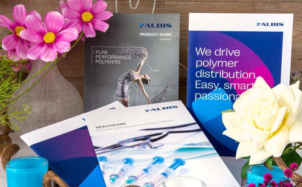 Produktportfolio mit drahtgehefteten Broschüren und Folder für Albis Distribution mit Sitz in Hamburg
