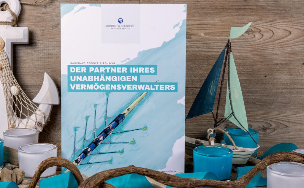 Folder von unserer regionalen Druckerei in Hamburg für die beliebte Privatbank Donner & Reuschel.