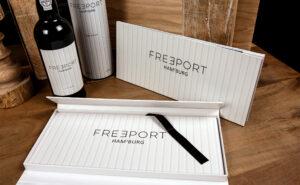 Freeport Hamburg mit einem Hardcover als kreative Bindearten für deine Bücher.