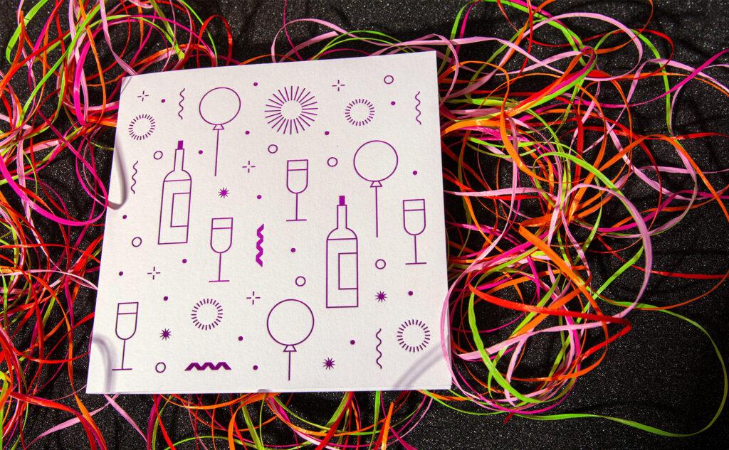Auffallende violette Heißfolienprägung als Geburtstagskarte